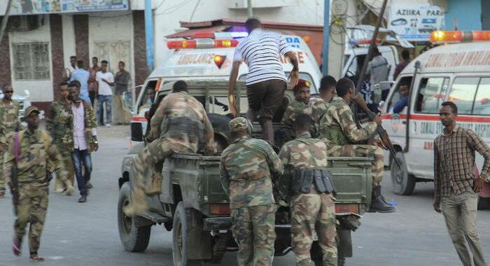 Somalia: operazione per salvare persone in hotel attaccato