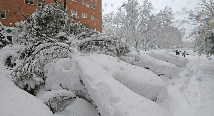 Tempesta di neve, stop voli a Madrid