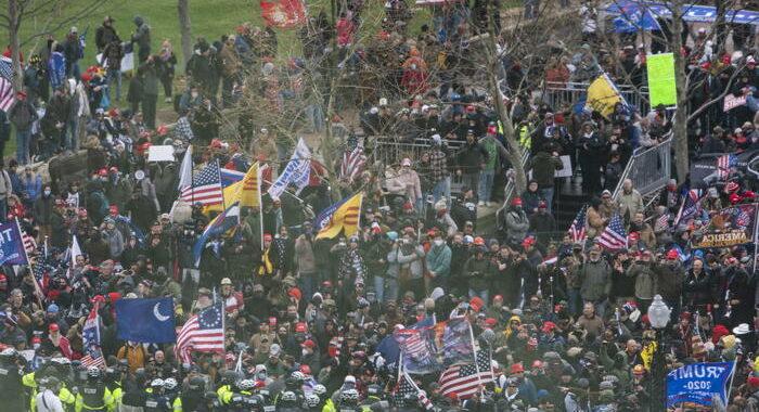 Trump ai suoi fan,collaborate con polizia,state tranquilli