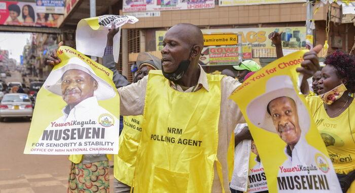 Uganda, termina blocco di Internet ma non dei social media