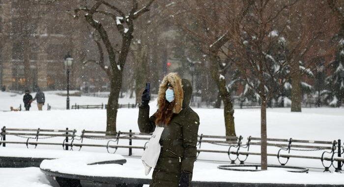 Usa: allerta maltempo per 110 milioni americani, neve a Ny