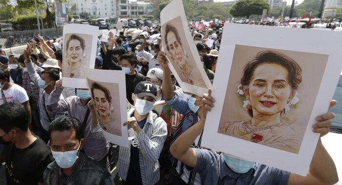 Birmania: Usa, respinta richiesta di parlare con Suu Kyi
