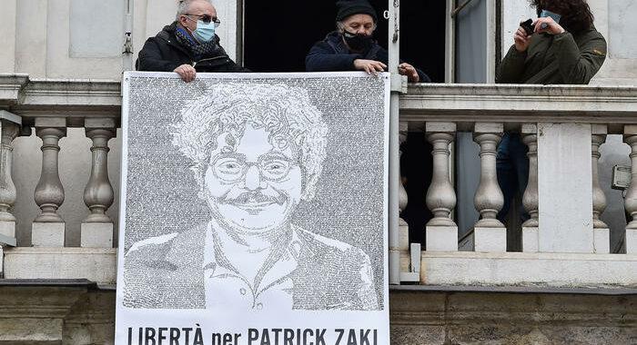 Egitto, i media evocano altri 45 giorni carcere per Zaki