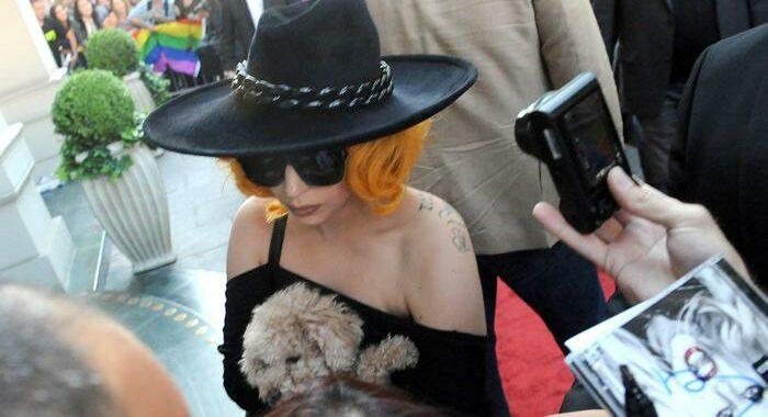 Lady Gaga piange di gioia per il ritrovamento dei cani