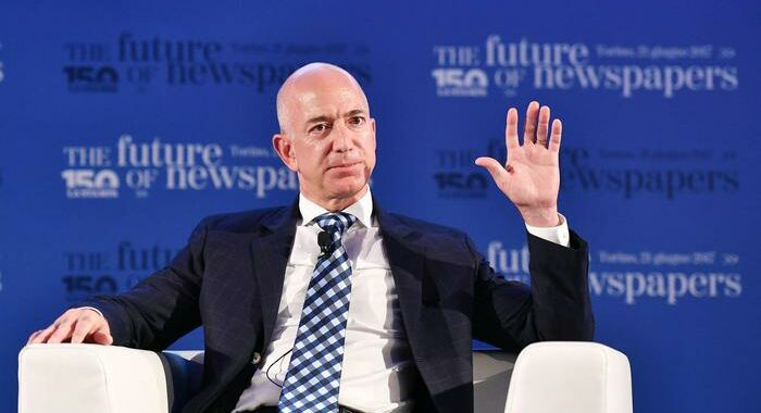 Ny fa causa ad Amazon. Bezos paperone, batte Musk