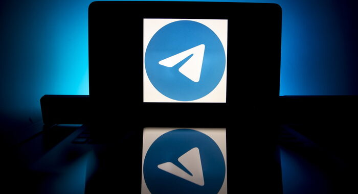 Pdf pirata su Telegram: sequestrati 10 siti, chiusi 329 canali