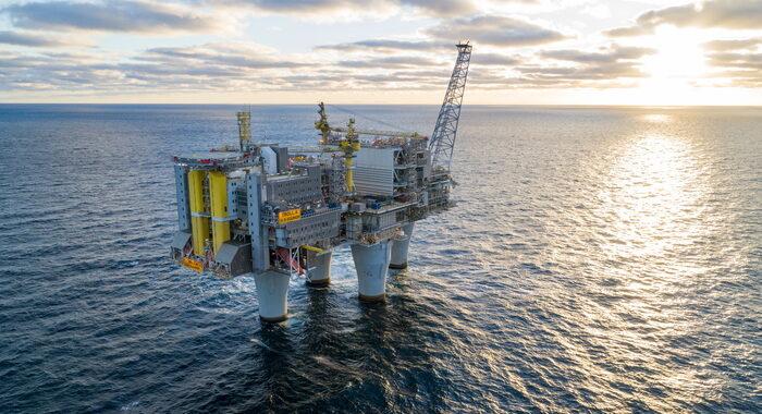 Petrolio chiude sopra 60 dlr,prima volta da gennaio 2020