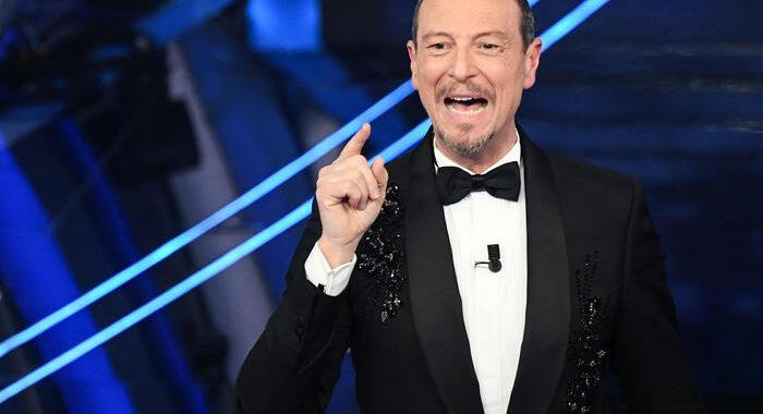 Sanremo: Amadeus, contatti con Celentano e Benigni