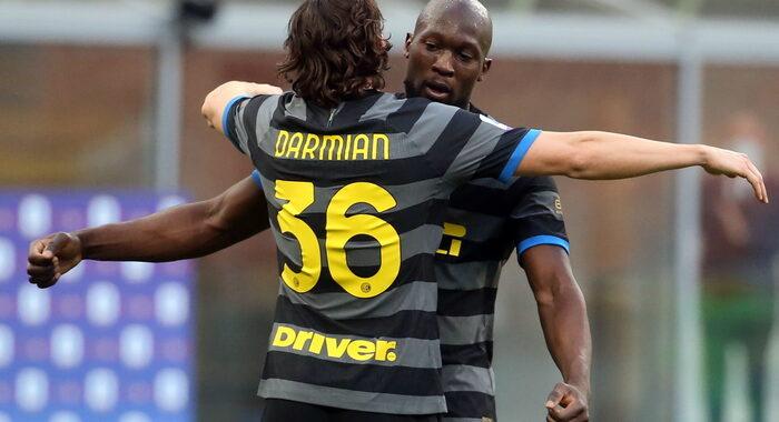 Serie A: 3-0 al Genoa, Inter +7 sul Milan e +10 su Juve
