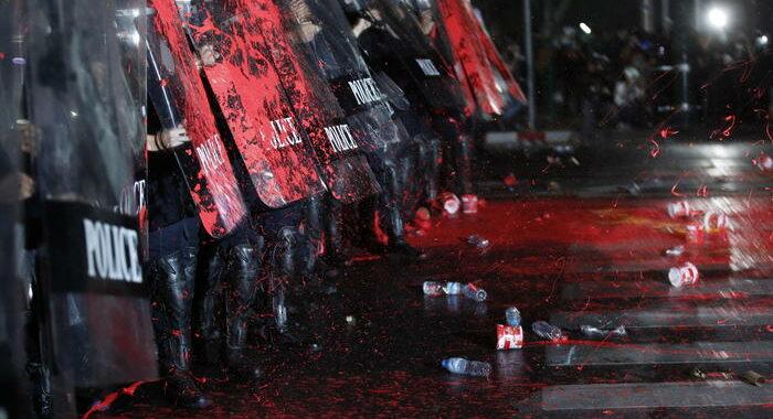 Thailandia: arresti e feriti a protesta pro-democrazia