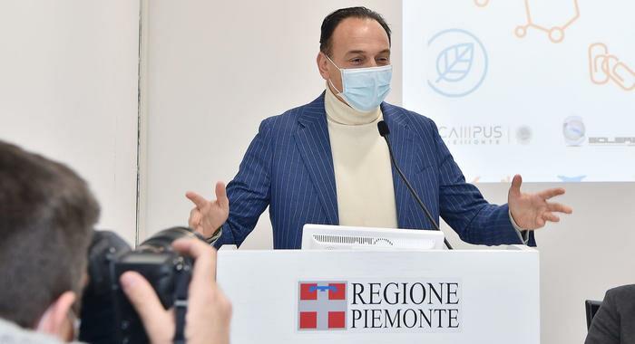 Vaccini: Cirio 'non aspettiamo Roma, cerchiamo 3mln pezzi'