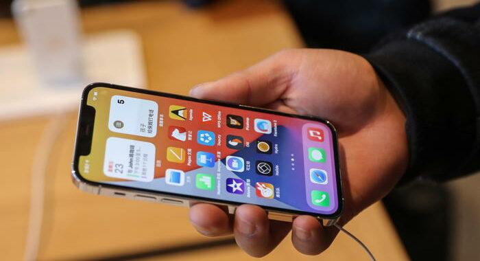 Vendite iPhone spingono Apple ai vertici mercato smartphone