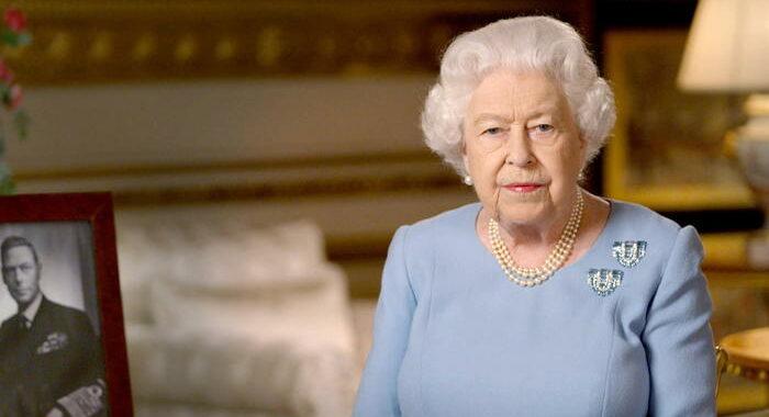Nel giorno dei Sussex, la regina esalta dovere e unità