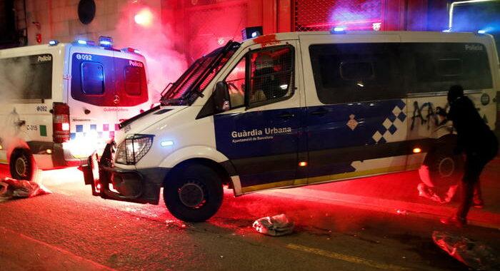 Scontri Barcellona, per 6 italiani accusa tentato omicidio