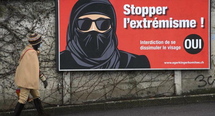 Svizzera: vince il sì al divieto del velo integrale