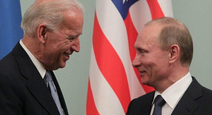 Biden a Putin, 'allentare le tensioni sull' Ucraina'