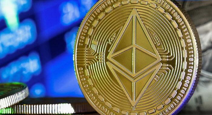 Coinbase sbarca a Wall Street, apre a 381 dollari per azione