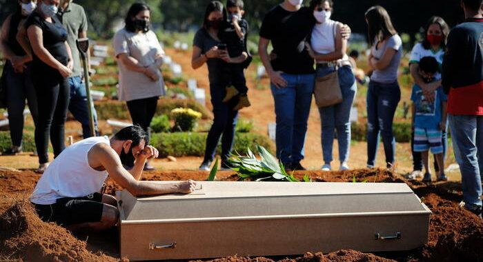 Covid: record di morti in Brasile, 4.195 in 24 ore