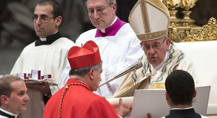 Il Papa ha celebrato la Messa del Giovedì Santo con Becciu