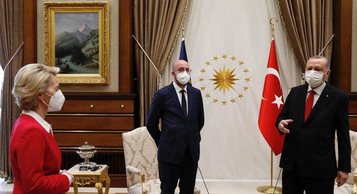 Turchia: la Francia accusa, da Erdogan deriva autoritaria