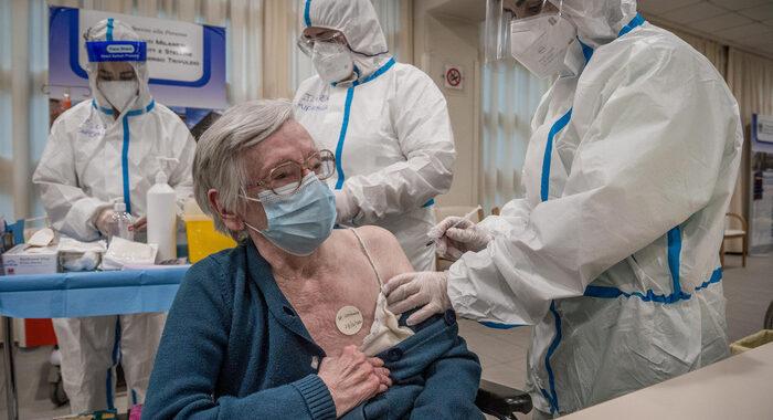 Vaccini: Ue non centra obiettivo di marzo per gli over 80