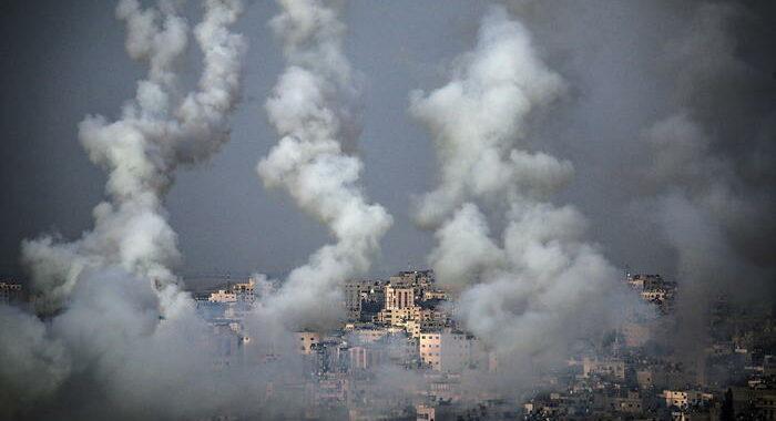 A Gaza 20 morti, di cui 9 minori, in attacchi israeliani