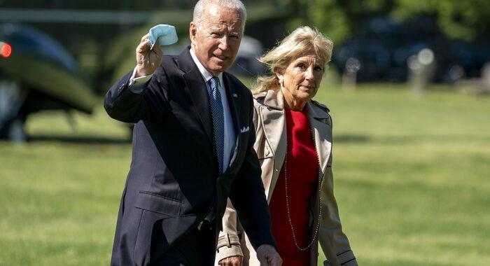 Biden ad Arlington per il Memorial day, 'democrazia in pericolo'