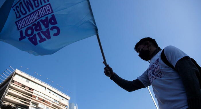 Cile: Assemblea costituente, aperti seggi per storico voto