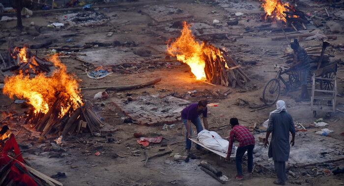 Covid: record di morti a New Delhi, 412 in 24 ore