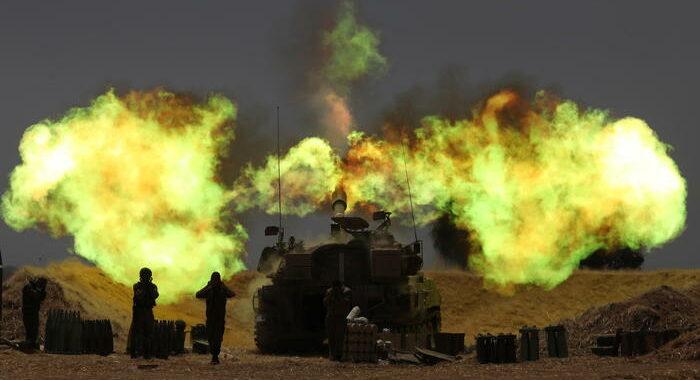 Esercito Israele, truppe di cielo e di terra attaccano Gaza