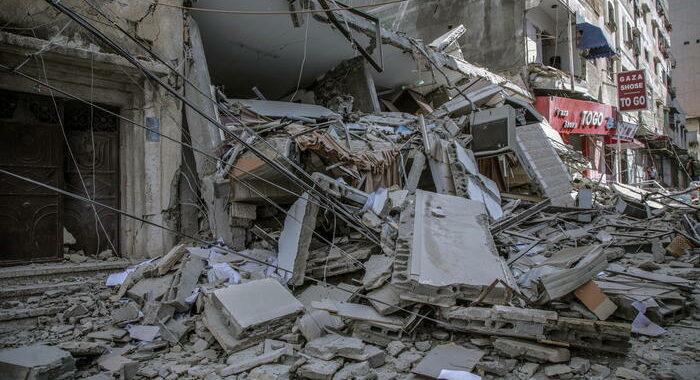Gaza: media, donna incinta e 4 figli uccisi dai raid