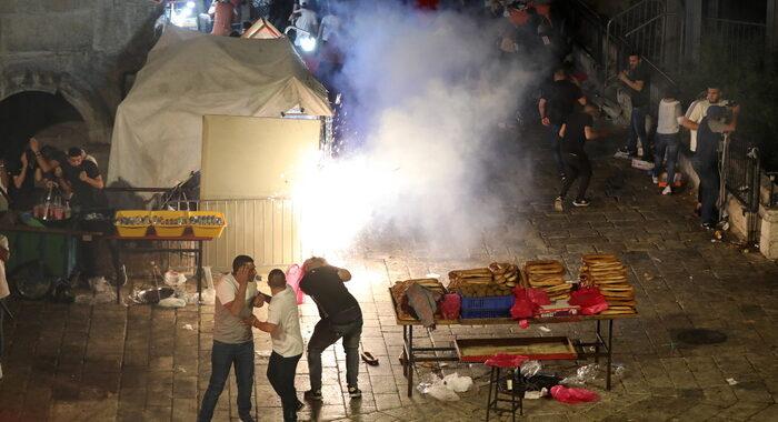 Gerusalemme: ripresi scontri, 50 palestinesi feriti