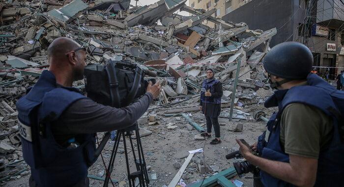 Israele: Ap, inorriditi da distruzione edificio media