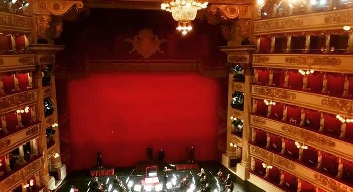La Scala riapre con due concerti evento e show 'on the road'