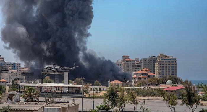 Media, colpito villaggio a nord di Gaza, 11 morti