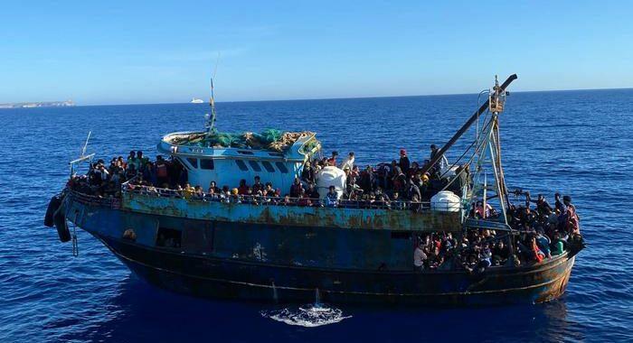 Migranti: bando per 4 navi-quarantena da 300-400 posti