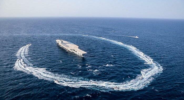 Nave Usa spara colpi di avvertimento verso imbarcazioni Iran