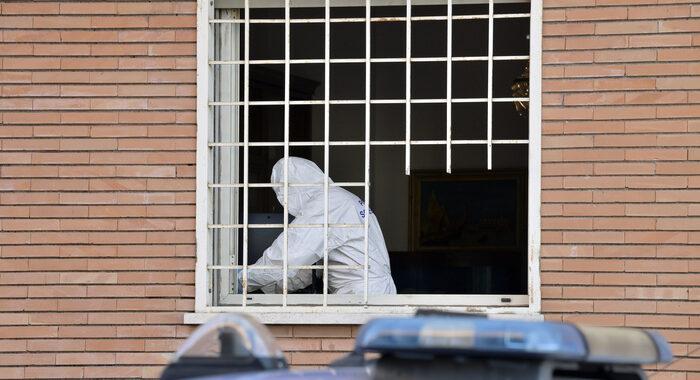 Roma,18enne uccide padre a coltellate, poi si ferisce