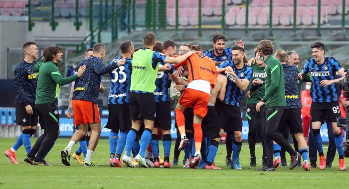 Serie A: Inter-Sampdoria 5-1, poi festa in campo