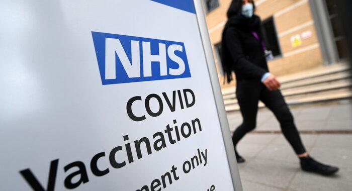 Vaccini: Gb apre agli over 35