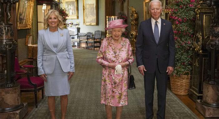 Joe Biden ricevuto da Elisabetta II al Castello di Windsor