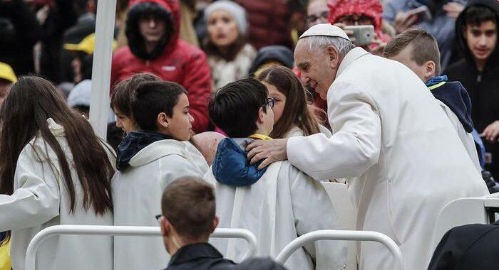 Papa: no al lavoro minorile, i bambini sono il futuro