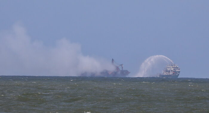 Sri Lanka: dopo 13 giorni domato l'incendio sul cargo