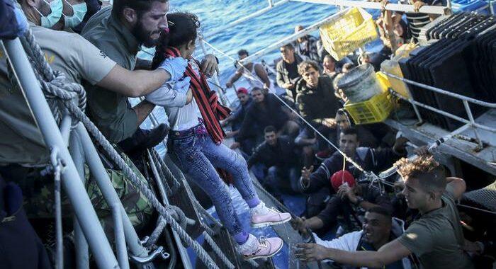 Almeno 43 migranti annegati al largo della Tunisia