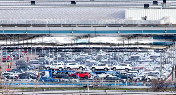 Auto: a giugno +12,6% mercato Italia, ma -13,3% sul 2019