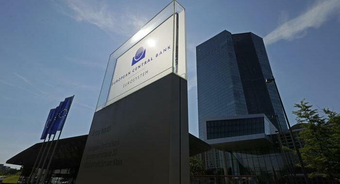 Bce: da ottobre 'mani libere' banche su dividendi