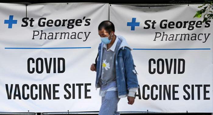 Covid: contagi stabili oltre 32.500 in Gb, 35 i morti