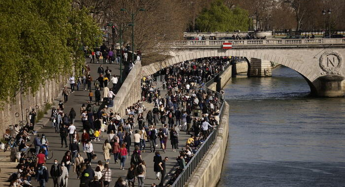Covid: impennata nuovi casi in Francia, 21.000 in 24 ore