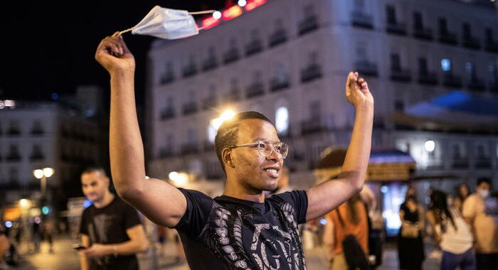Covid: Spagna, in aumento pressione sulle terapie intensive