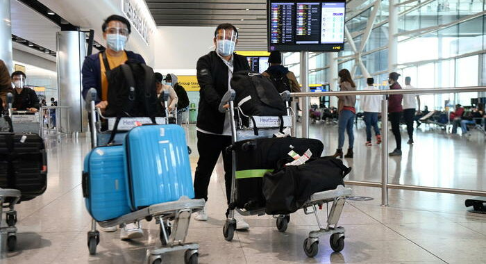 Covid: Usa ai propri cittadini, non viaggiate in Gb